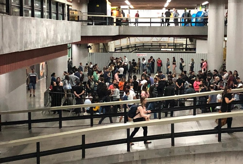 fila rock in rio 1000x675 - Público faz fila para retirar pulseiras de acesso aos shows do Rock in Rio 2019